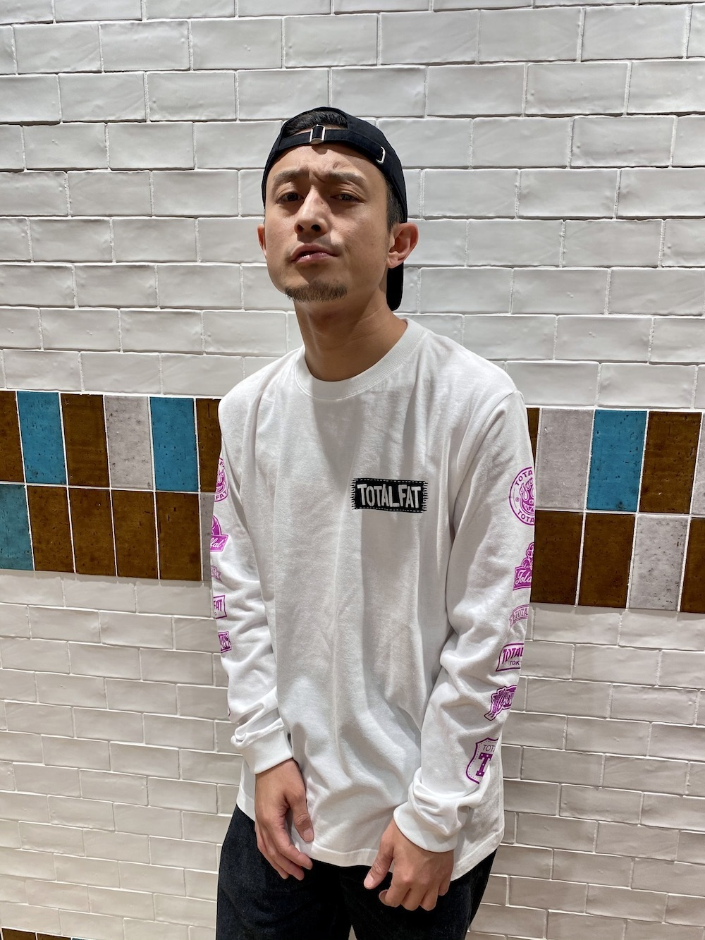 ロゴパッチ風ロンT(ホワイト)