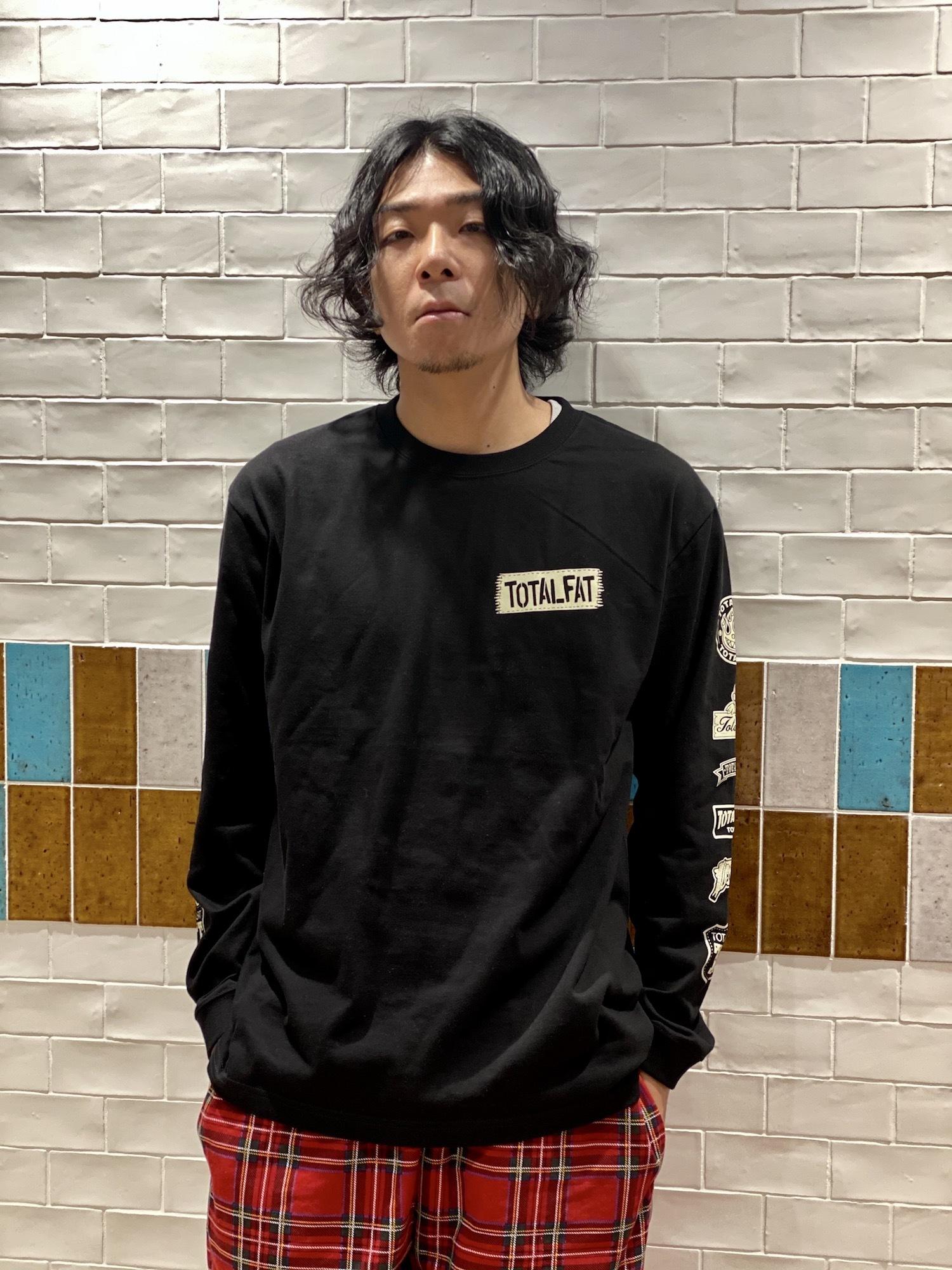 ロゴパッチ風ロンT(ブラック)